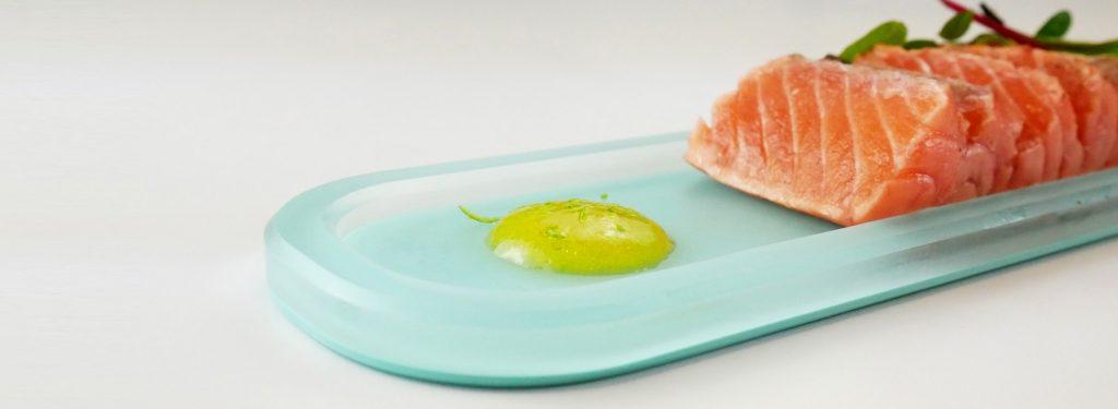 Mealplak platter with sashimi salmon